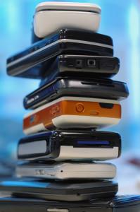 Nur 18 Monate ist ein Handy durchschnittlich im Einsatz, dann kommt ein neueres Modell ins Haus. Gut zu wissen: Für die ausrangierten Geräte gibt es online noch gutes Geld.