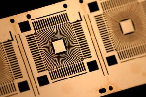 Neue Technologien machen es möglich, immer mehr Schaltkreise und elektronische Komponenten auf einem immer kleineren Raum unterzubringen. Die Komplexität integrierter Schaltkreise verdoppelt sich alle zwölf bis 24 Monate.