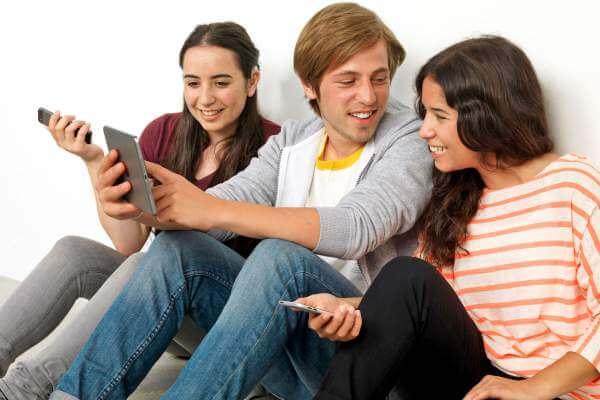 Kinder wachsen heute selbstverstaendlich mit mobiler Technik auf