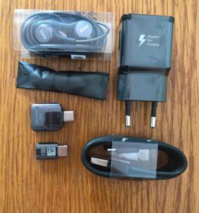 Die Kabel und Adapter vom S8